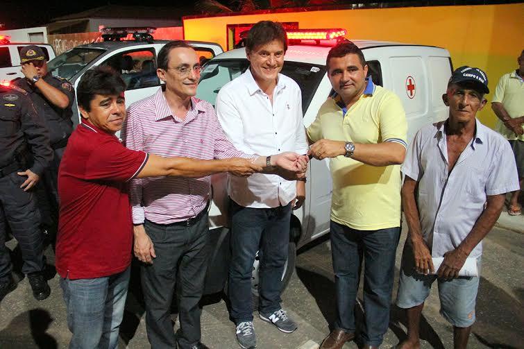 Governador Robinson Faria entrega viaturas e ambulância em Tibau e assina Ordens de Serviço para obras