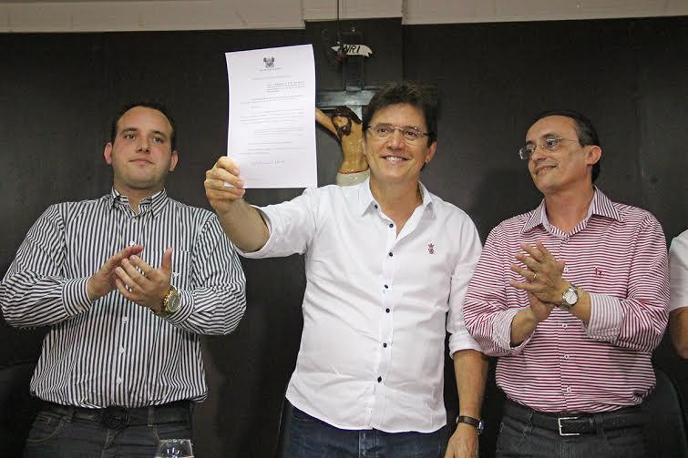 Governador assina decreto que prorroga o prazo do benefício fiscal da produção salineira até 2018