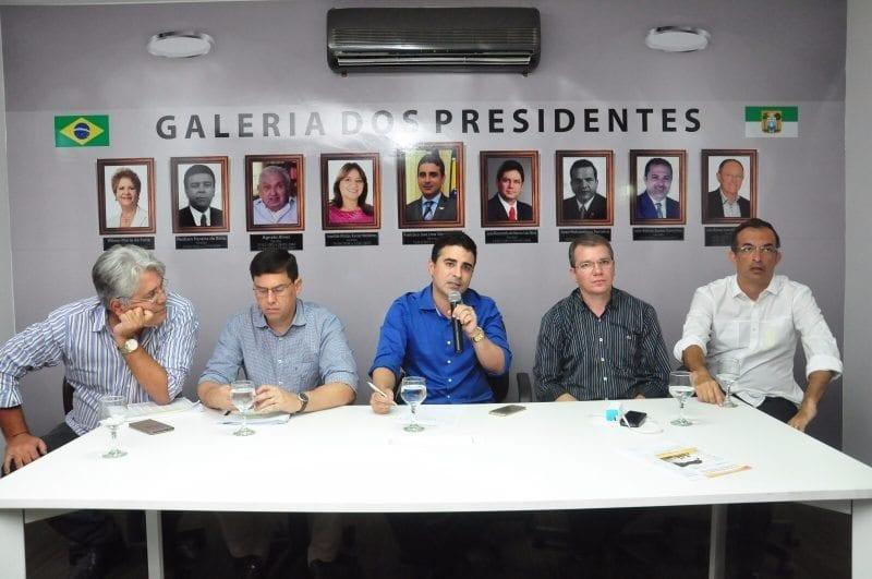 Prefeitos reunidos para discutir a crise e alternativas para as gestões