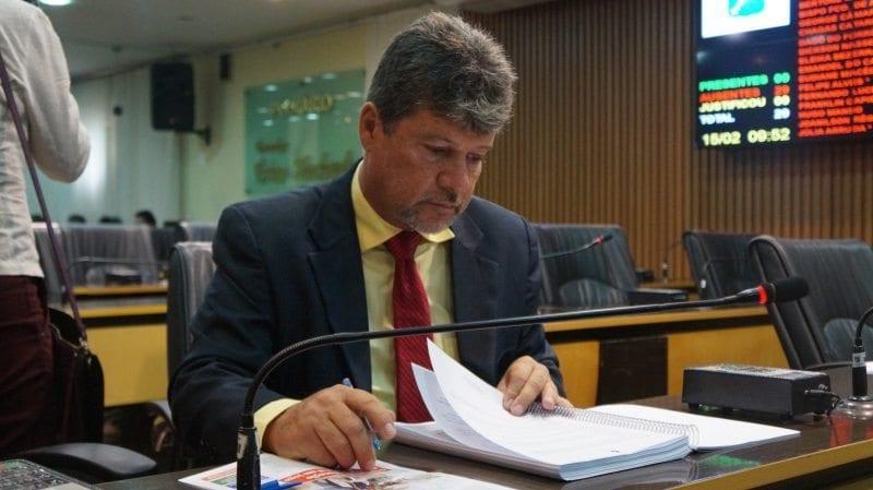 Vereador Hugo Manso propõe comissão de vereadores para tratar da situaçāo salarial dos servidores