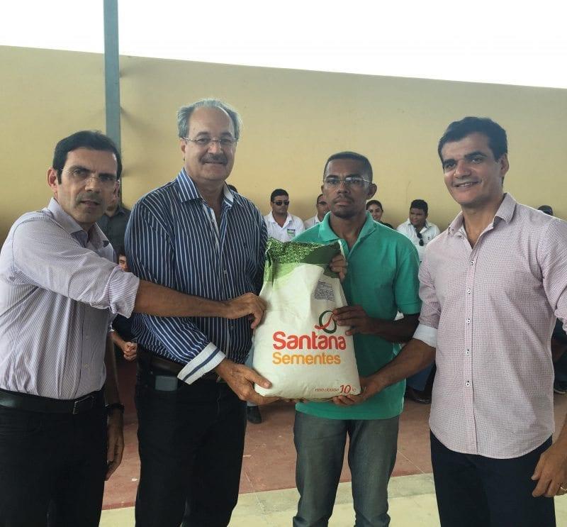 Governo do Estado entrega sementes em Pau dos Ferros e Umarizal