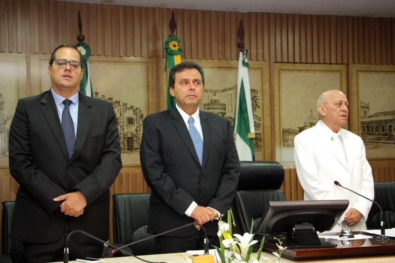 Bancada do prefeito Carlos Eduardo se reúne para discutir o processo de impeachment