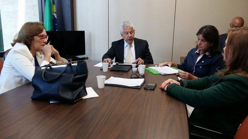 """Deputada Zenaide Maia discute necessidade de audiência com STF sobre """"pílula do câncer"""""""