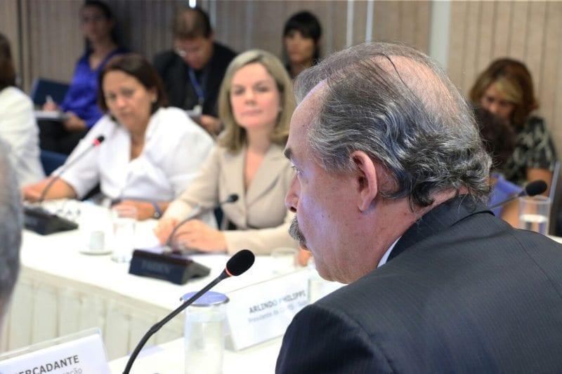 PIBID: Senadoras participam da primeira reunião do grupo de trabalho