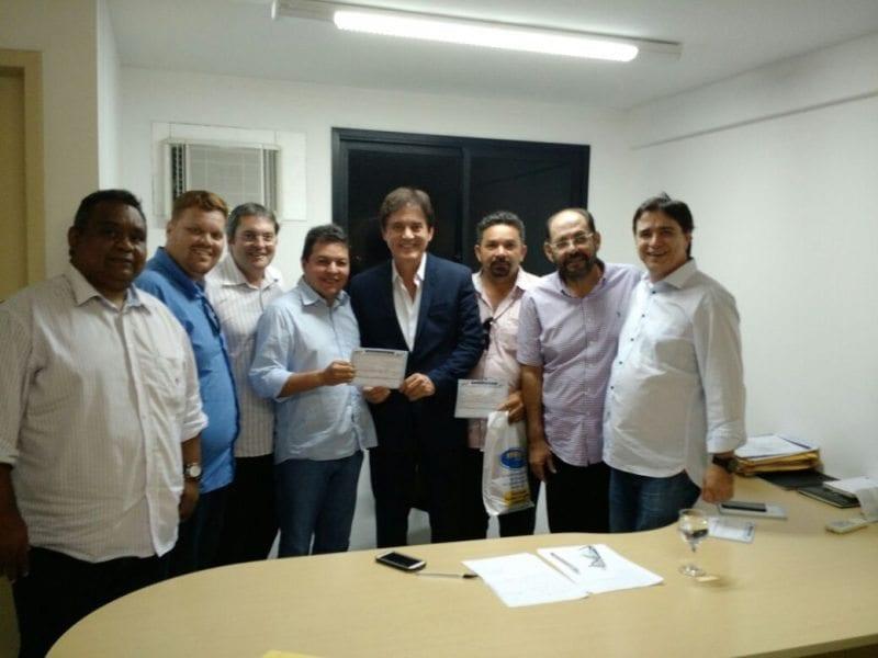 Grupo oposicionista de Santa Cruz se reúne com o governador Robinson Faria