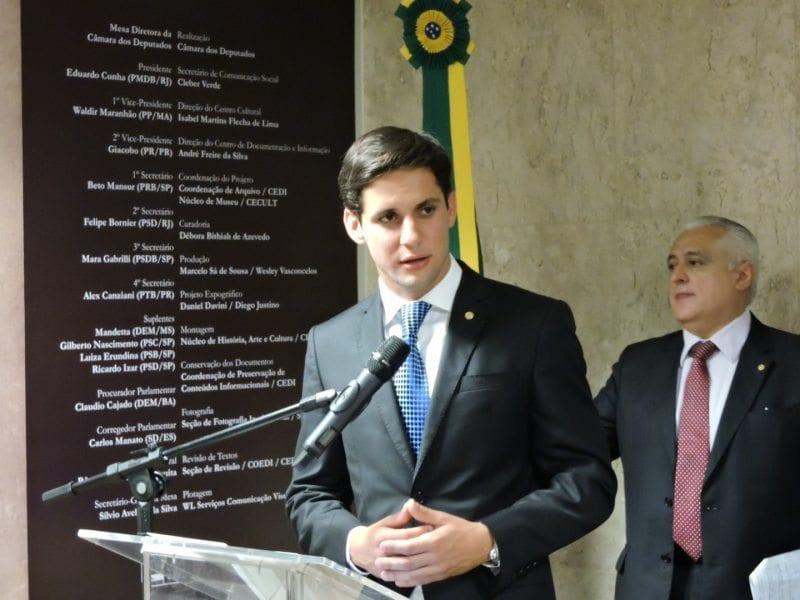 Deputado Rafael Motta participa da Frente do Livro e da Leitura
