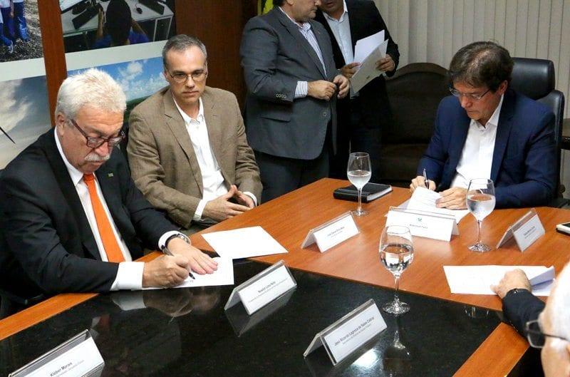 Governador assina termo de parceria com Empresa de Serviços Hospitalares para software de gestão na rede pública