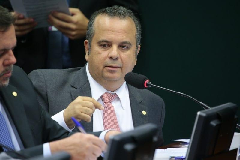 """Em artigo na Folha, Rogério diz que """"governo corrupto do PT é formado por quadrilha"""""""