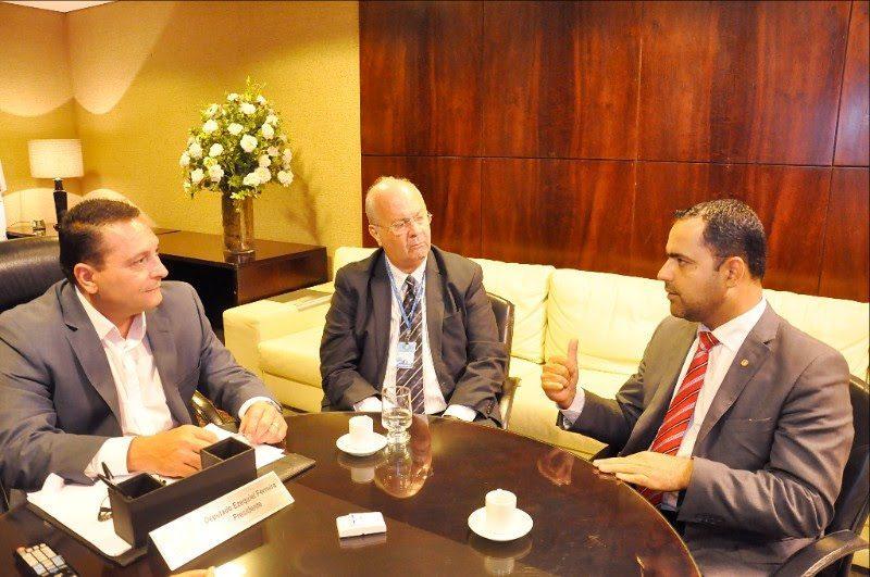 Presidente da Assembleia apresenta novos rumos da gestão à OAB
