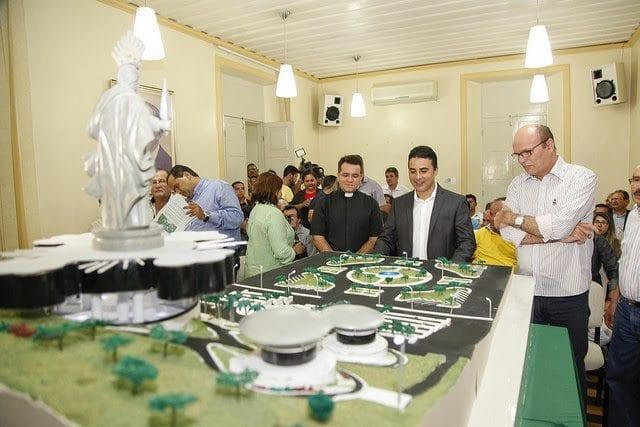 Prefeito de Mossoró apresenta projeto do Santuário de Santa Luzia