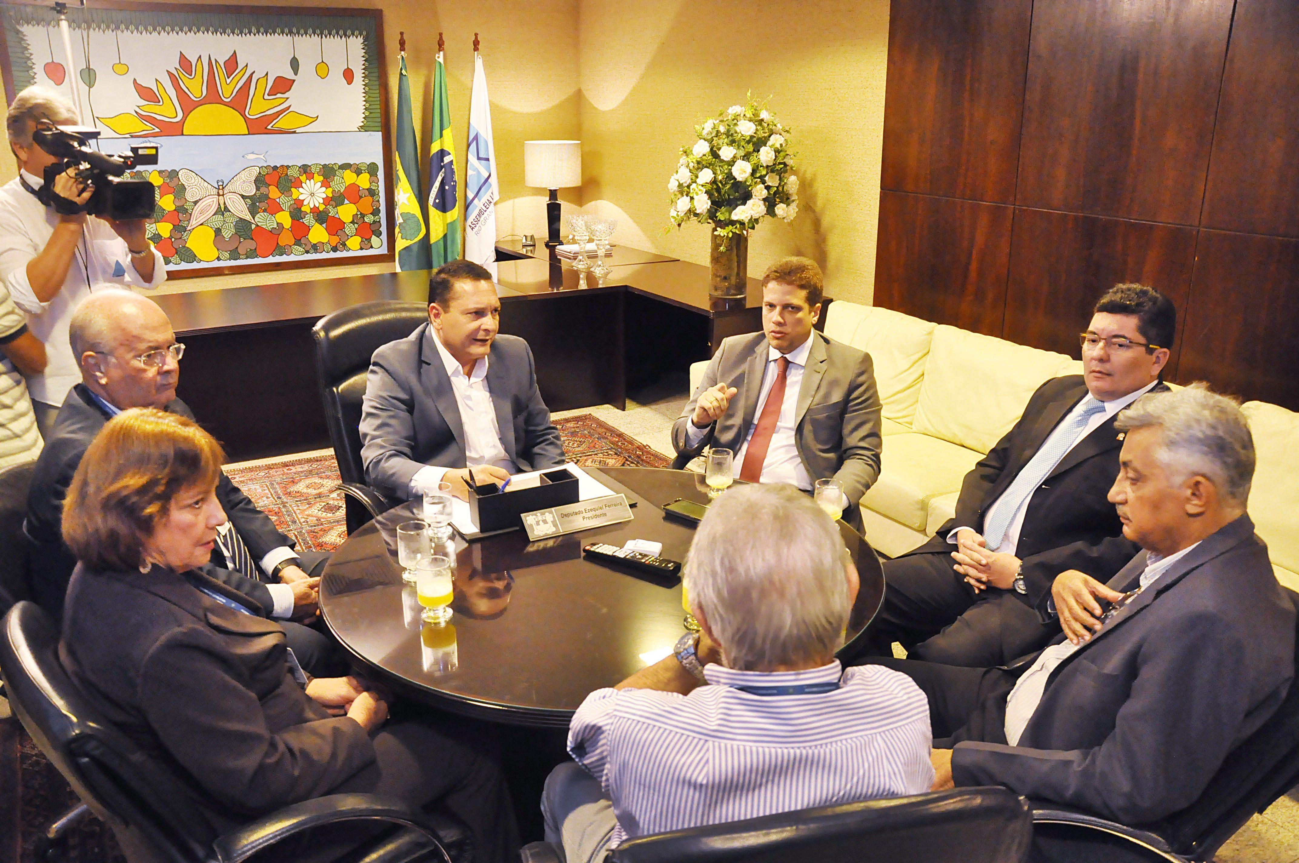 Representantes do MARCCO se reúnem com direção da Assembleia