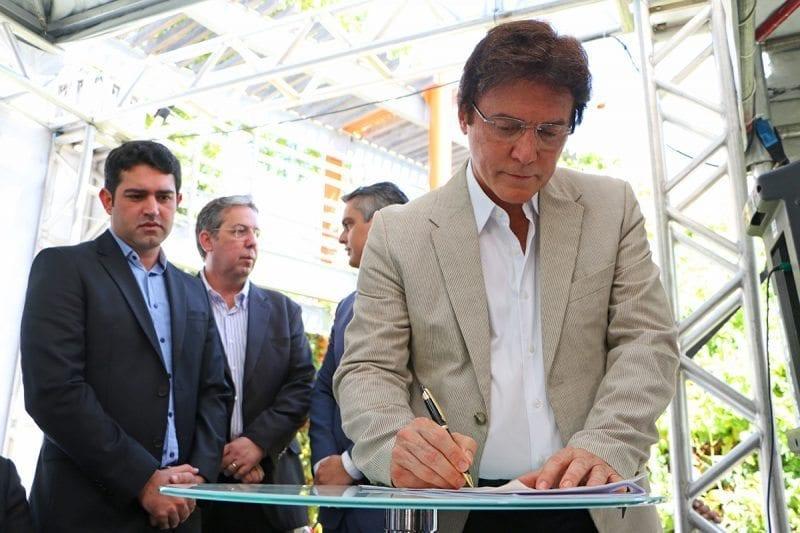 Governador assina ordem de serviço para início das obras do Programa Água para todos