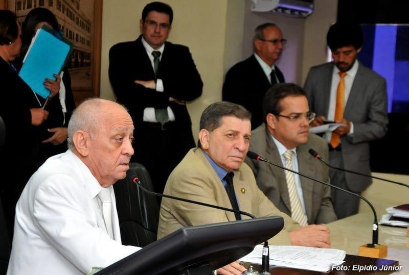 Câmara rejeita abertura de processo de impeachment contra Carlos Eduardo