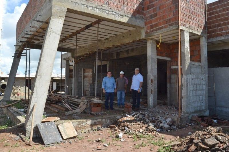 Prefeito Jaime Calado visita obras da Unidade de Saúde do Residencial Ruy Pereira