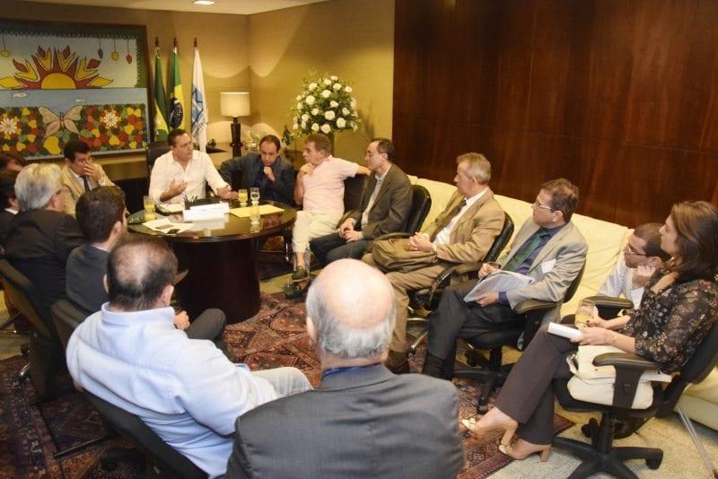 Presidente da ALRN e governador em exercício recebem comitiva para debater PL do presídio