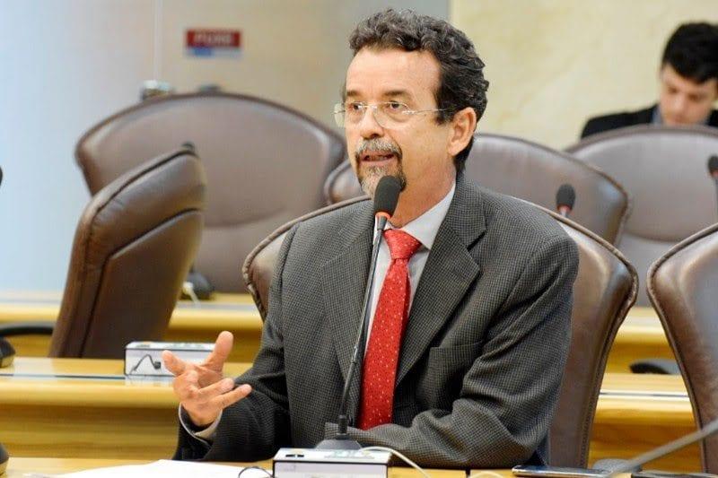 No plenário da Assembleia, deputado Fernando Mineiro comenta vazamento de áudios ligados a Operação Lava Jato
