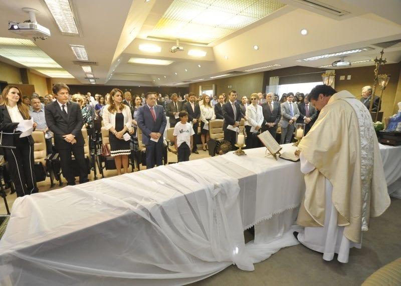 Missa com servidores celebra aniversário do presidente da Assembleia, Ezequiel Ferreira