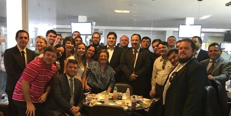 Pré-candidato a prefeito de Natal, Luiz Gomes prestigia café da manhã com advogados trabalhistas