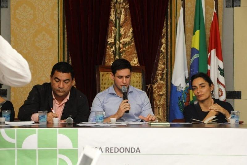 Deputado Rafael Motta preside debate sobre Fundo Nacional Pró-Leitura durante Festa Literária de Paraty