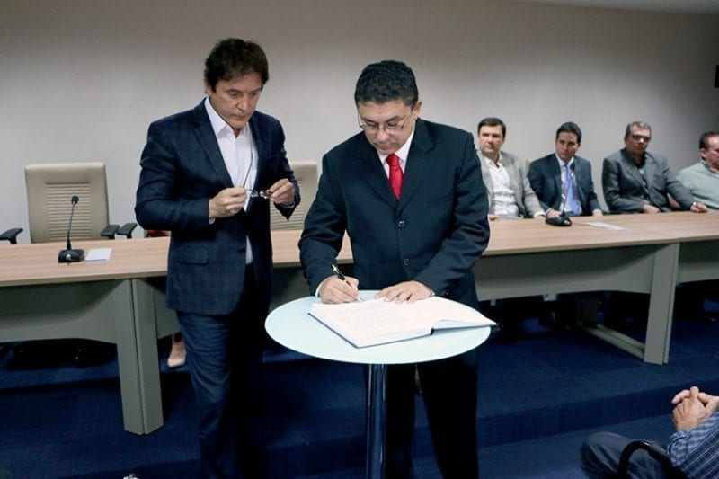 Governador dá posse a Getúlio Ribeiro como secretário de Relações Institucionais