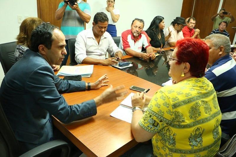 Governador em exercício dialoga com representante dos servidores estaduais