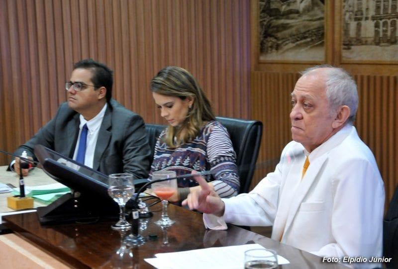 Vereadores derrubam veto do prefeito de Natal e aprovam LDO