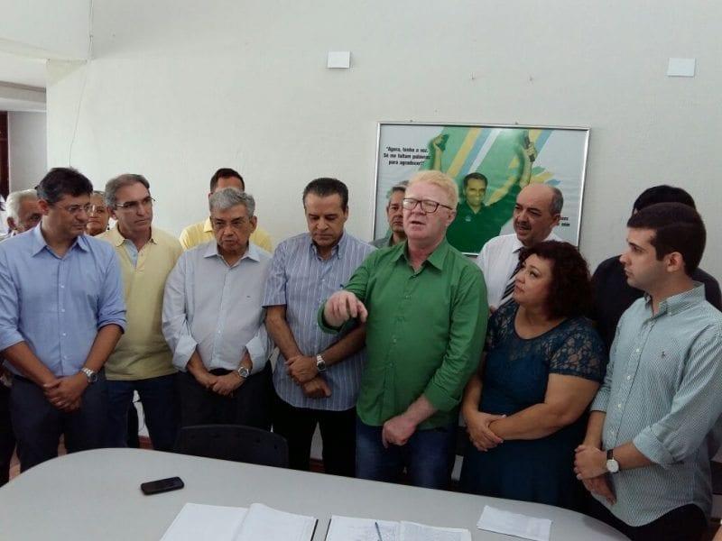 Vereador Ubaldo Fernandes é conduzido para presidência do diretório municipal do PMDB