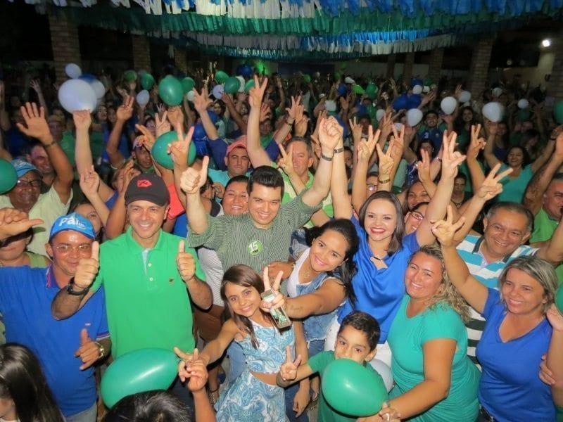 Deputado Walter Alves participa de encontro com juventude em Caraúbas