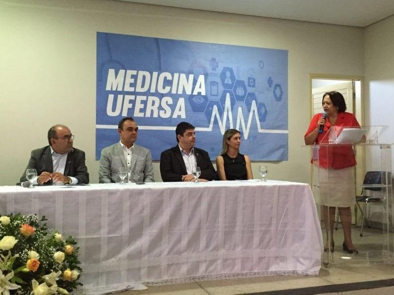 Em Mossoró, Fátima Bezerra participa da aula inaugural do curso de Medicina da UFERSA