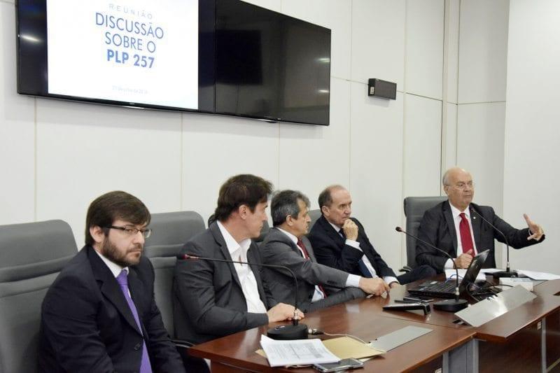 Assembleia discute com poderes impactos de medidas fiscais da PLP 257