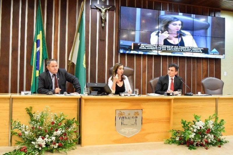 Em encontro da Fenacria, Márcia cobra políticas públicas voltadas aos jovens