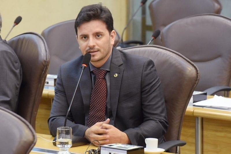 Em pronunciamento na Assembleia, deputado Carlos Augusto fala sobre o evento Vila Cidadã
