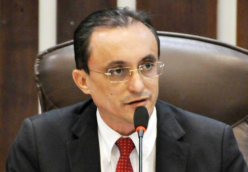 Deputado Souza Neto solicita construção de casas em municípios do Oeste