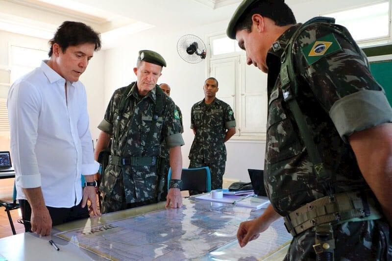 Governador Robinson recebe tropas do Exército