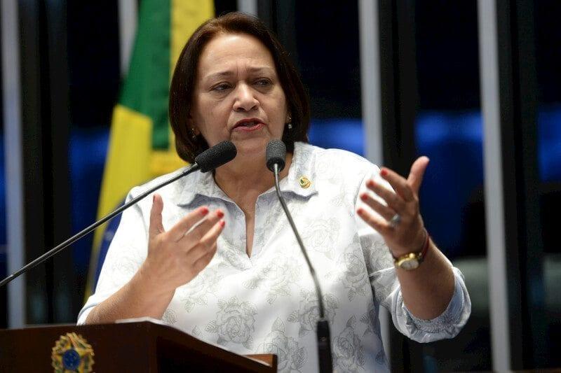 """No plenário do Senado, Fátima Bezerra afirma que """"Lula e Dilma ampliaram a inclusão social nas universidades"""""""