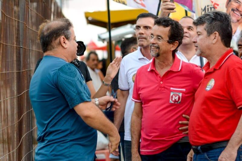 Sucessão em Natal, Fernando Mineiro conversa com jovens e estudantes na parada do circular