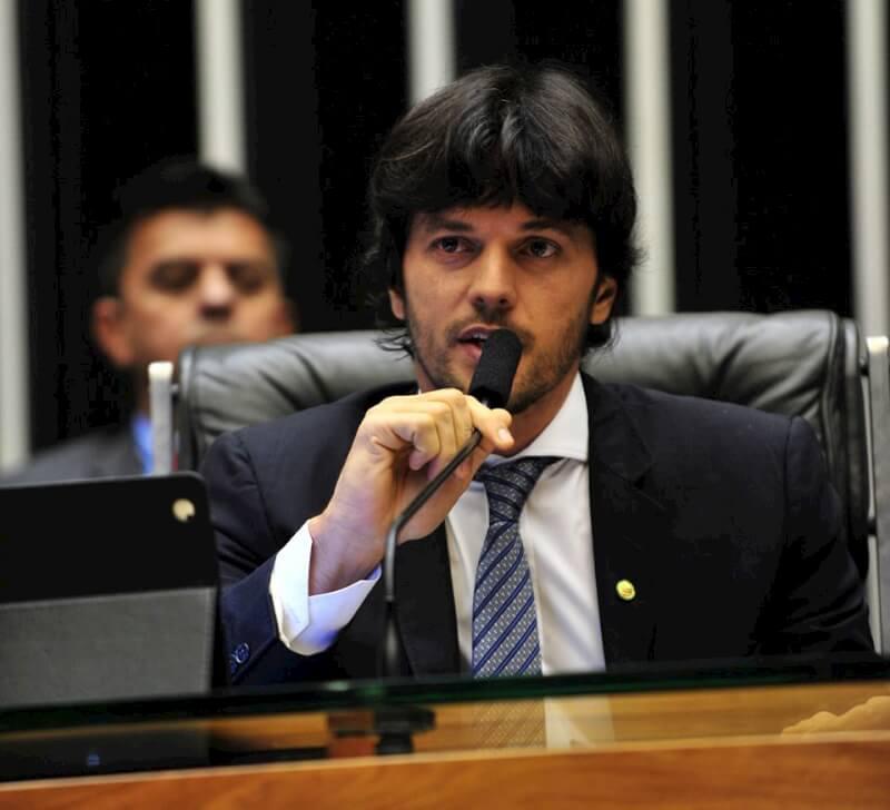 Deputado Fábio Faria e a mulher, Patrícia Abravanel, tentam anular parte da delação de executivo da J&F