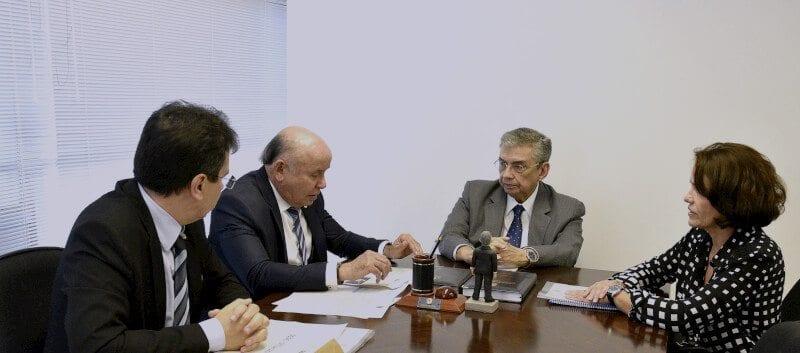 Senador Garibaldi recebe secretário do Ministério dos Transportes e trata da duplicação da Reta Tabajara