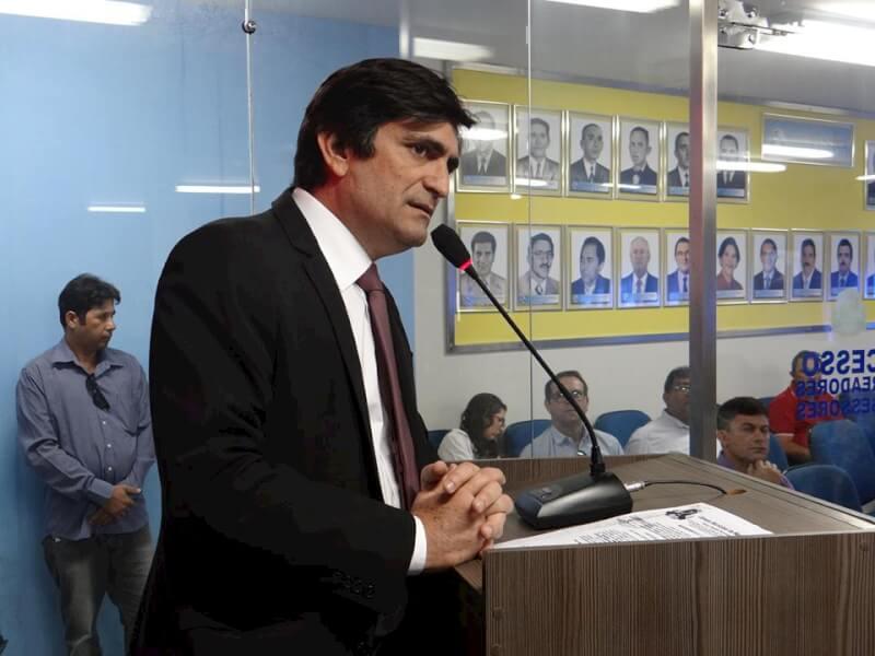 Vereador Genivan Vale cobra ações para regularização de imóveis