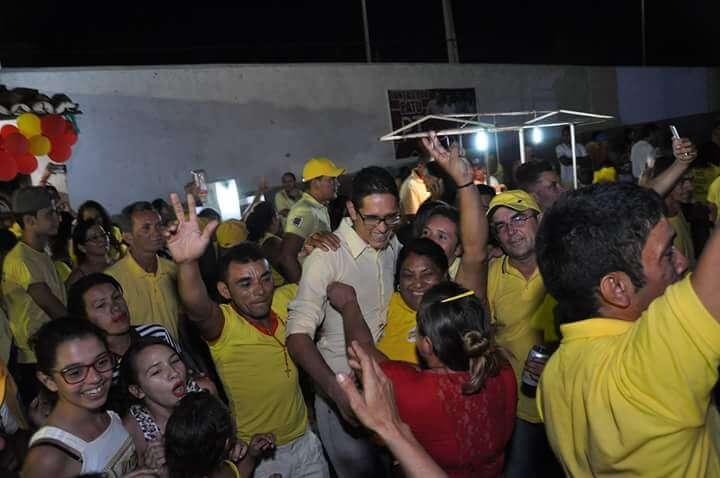 Convenção homologa nome de Thacio Queiroga para prefeito de Patu