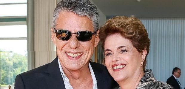 Dilma Rousseff e Chico Buarque Foto publicada por ela nas redes sociais, Reprodução