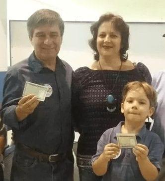 Candidato Robério Paulino vota acompanhado da família