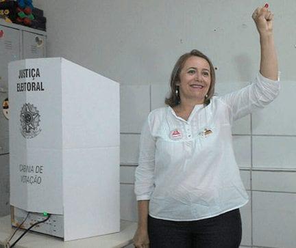 Eleição em Natal: Rosália, do PSTU, vota e reclama do tempo de televisão