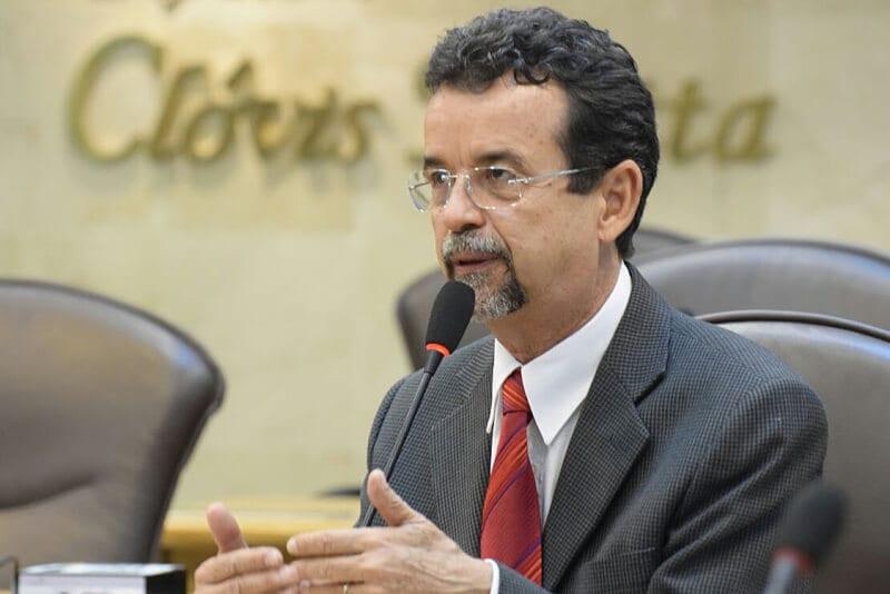 Autonomia financeira seria uma das soluções para problema da UERN, disse Mineiro