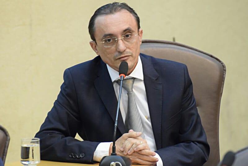 Deputado Souza Neto manifesta apoio à UERN