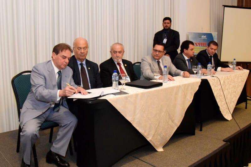Presidente Ezequiel viabiliza convênios com a Casa do Brasil, em Madrid e FECAM