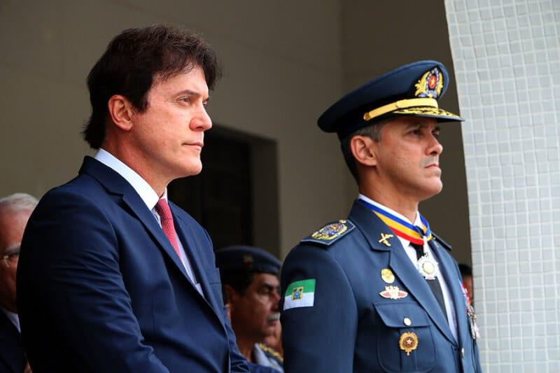 Associação dos Oficiais entra com ação contra suspensão da aposentadoria do coronel André Azevedo