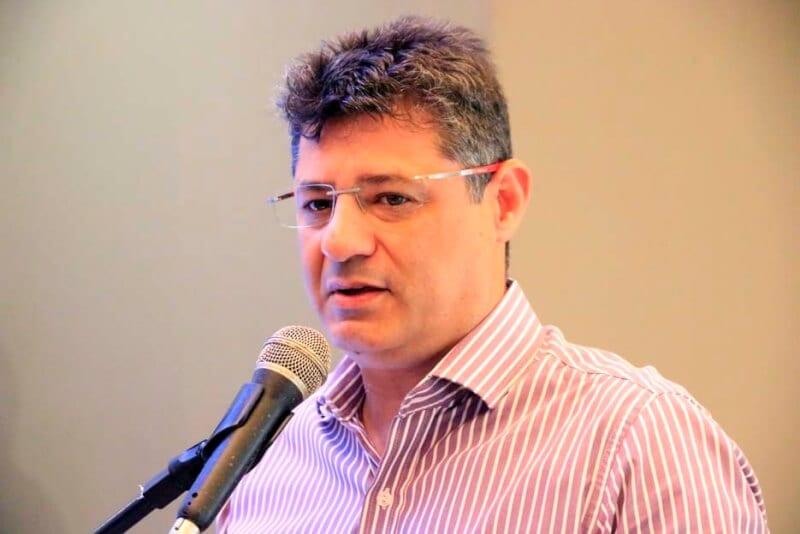 Prefeito Carlos Eduardo exonera Fred Queiroz