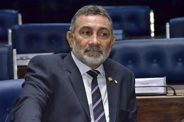 PDT expulsa senador que apoiou impeachment e teto