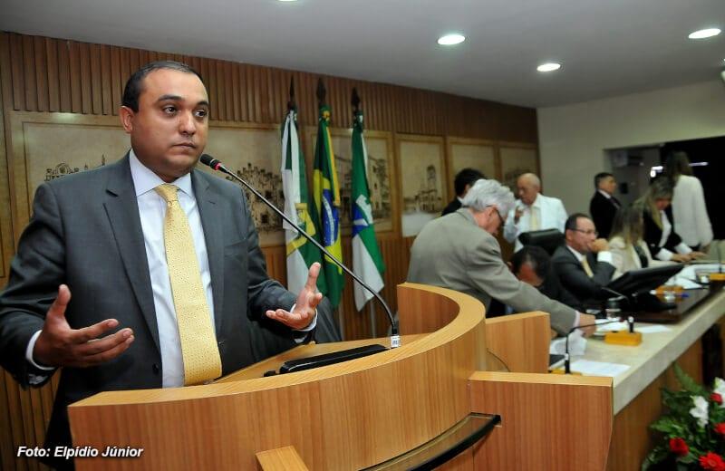 Pedido de impeachment de Carlos Eduardo é discutido na CMN